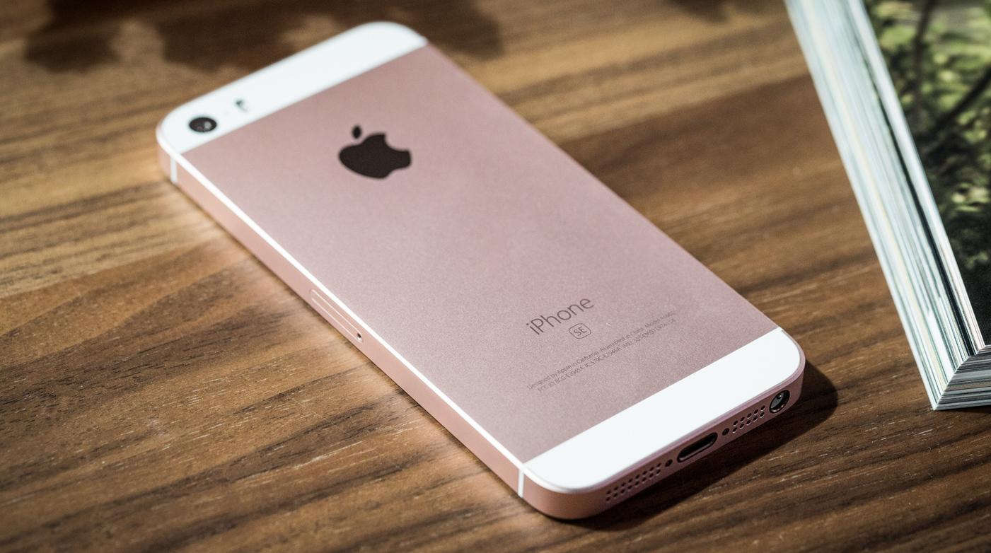 Szuperolcsón akciózzák az iPhone SE-t
