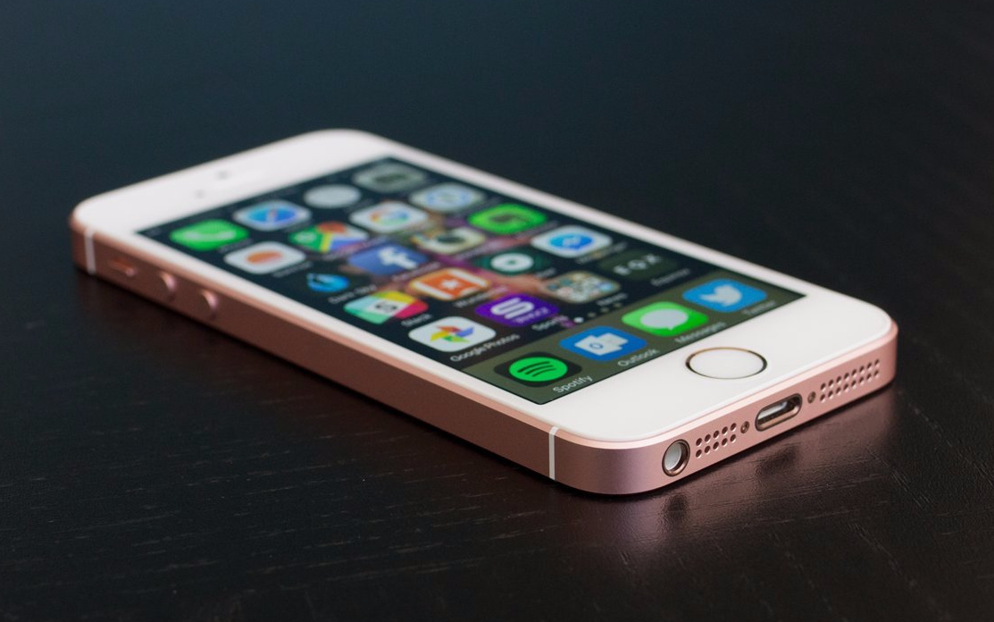 Kicsi a bors, de erős és olcsó: akciós az iPhone SE
