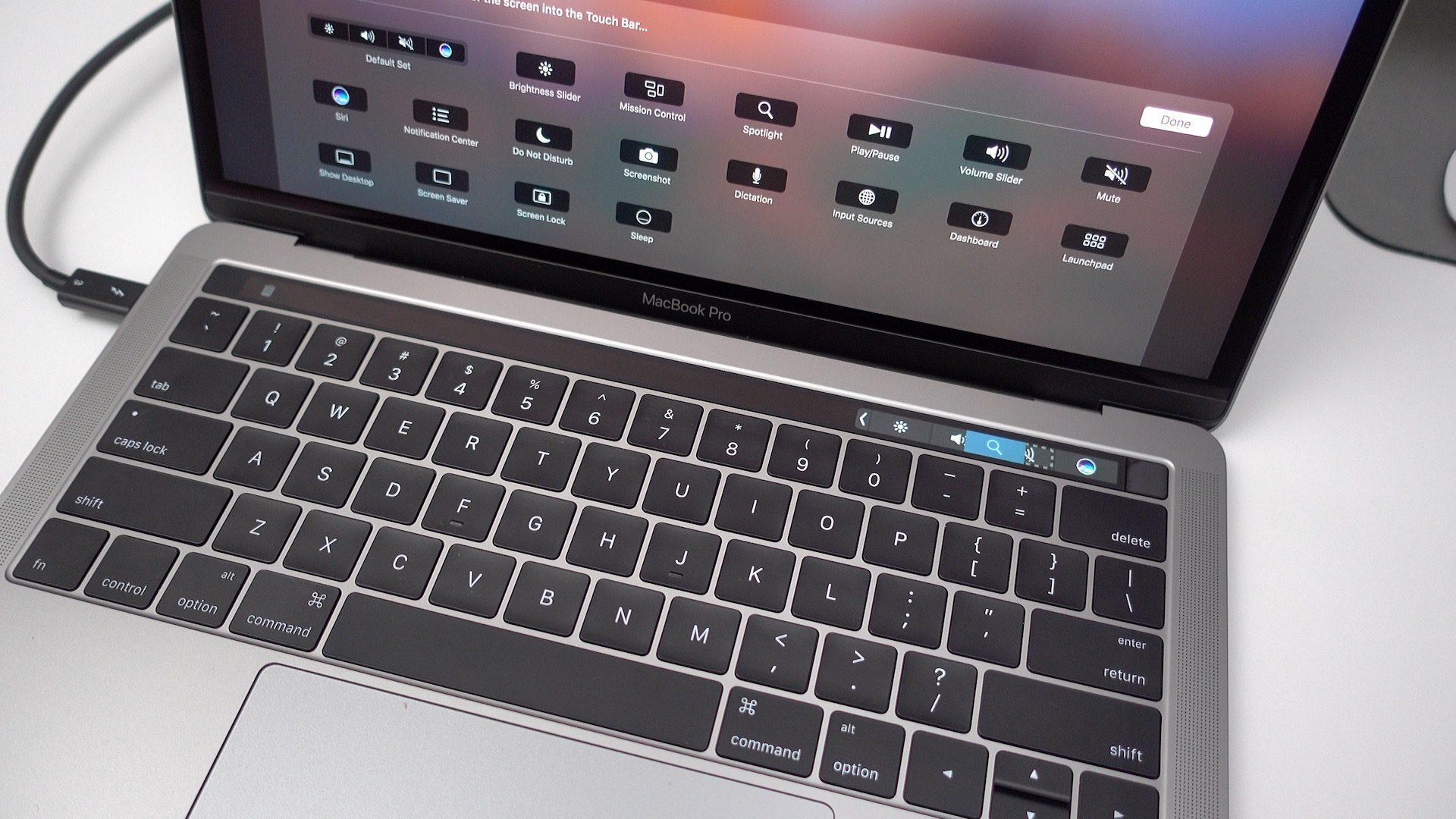 Már a 2017-es, 15 hüvelykes MacBook Pro is kapható felújítva