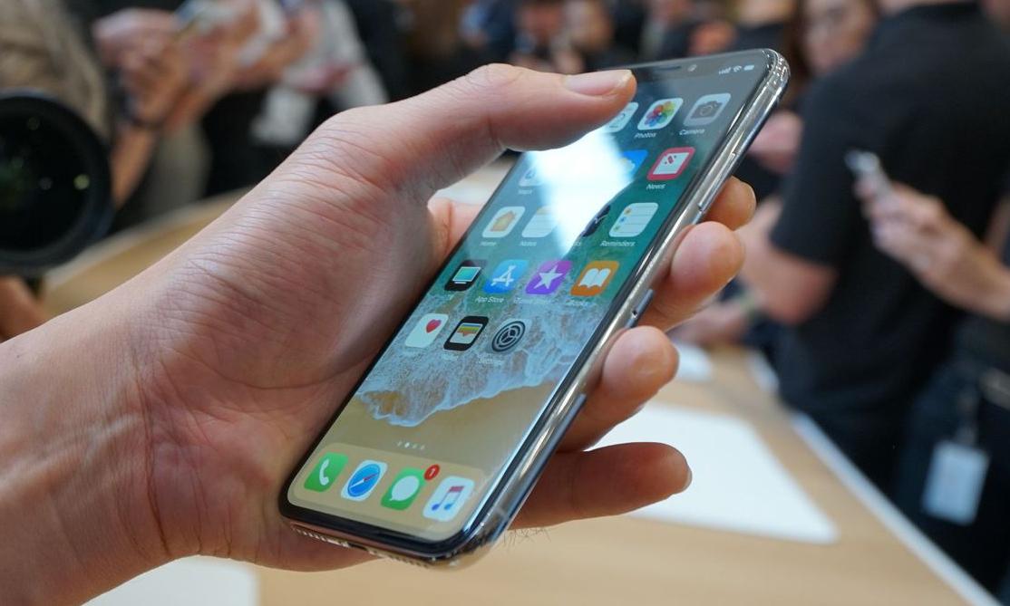 Remek hír: olcsóbb lesz az iPhone X utódja