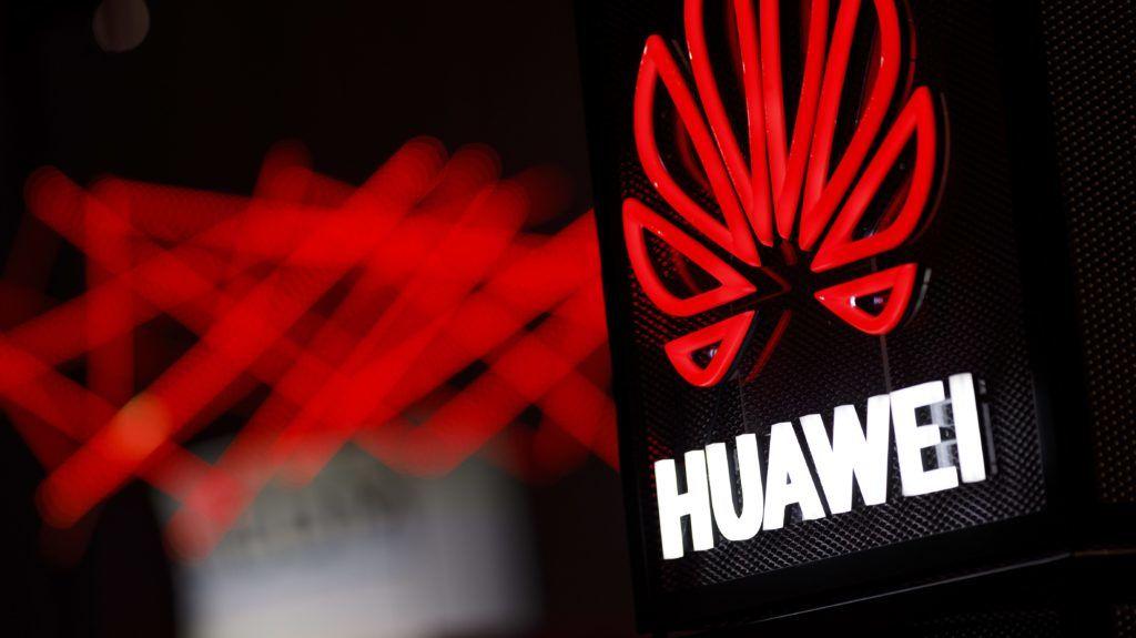 Kínos kínai baki: a Huawei újévi üdvözletét iPhone-ról írták