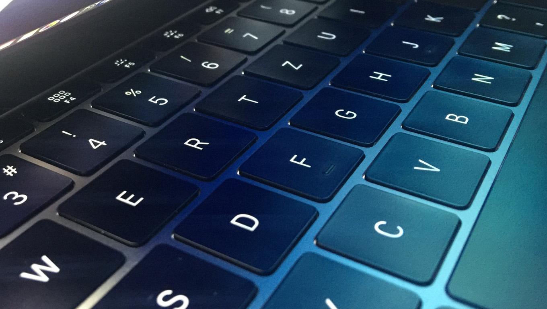 A MacBookok új billentyűzete sem tökéletes – bocsánatot kért az Apple