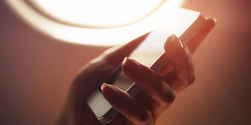 Ezeket ne csináld az iPhone-oddal egy repülőgépen