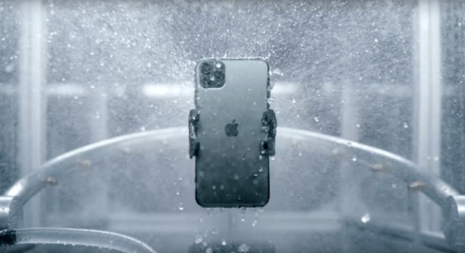 FIGYELEM: Az iPhone csak papíron vízálló