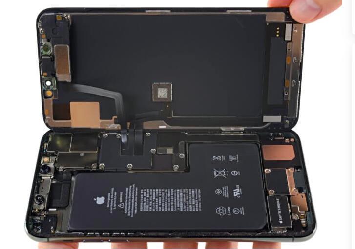 Mégsem lesz kétirányú vezeték nélküli töltés az iPhone 11 Pro-ban