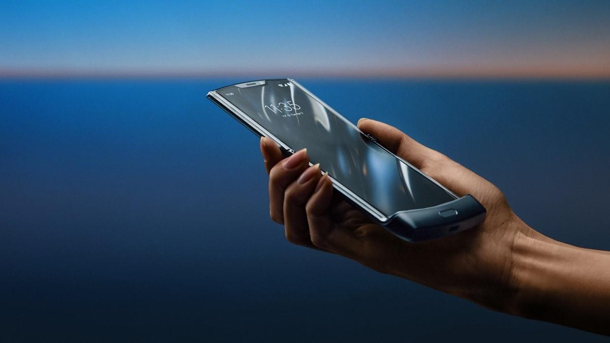 Motorola Razr 2019 - végre egy értelmes összecsukható okostelefon [videó]