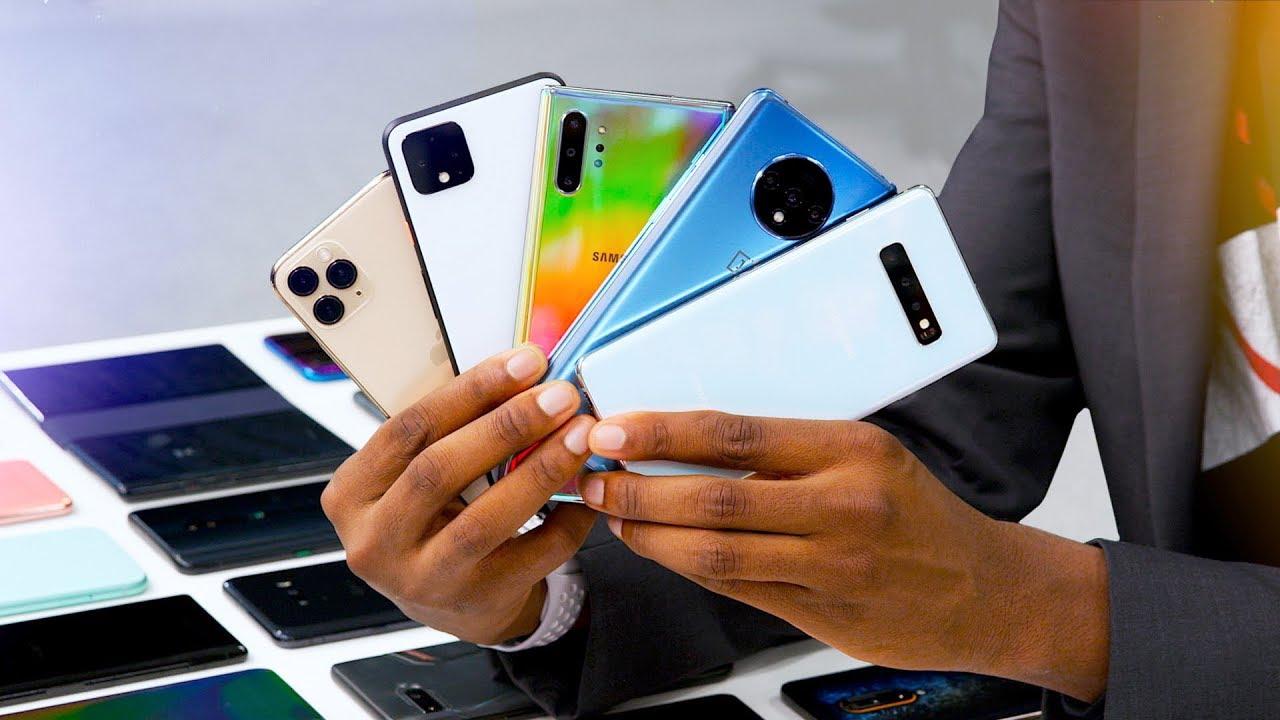 Videón mutatja be MKBHD az eredeti Macintosh-t, 2019 legjobb telefonjait és egy 100 ezer dolláros iPhone-t