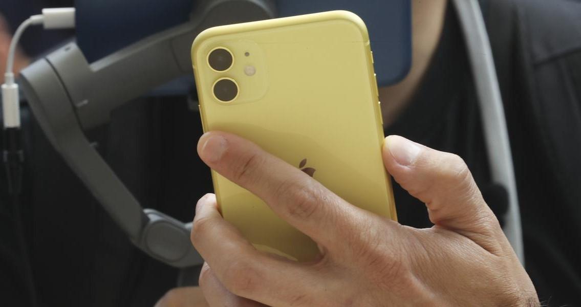 Szinte teljesen elfeledett, de kifejezetten hasznos iPhone-funkció: Koppintás hátul